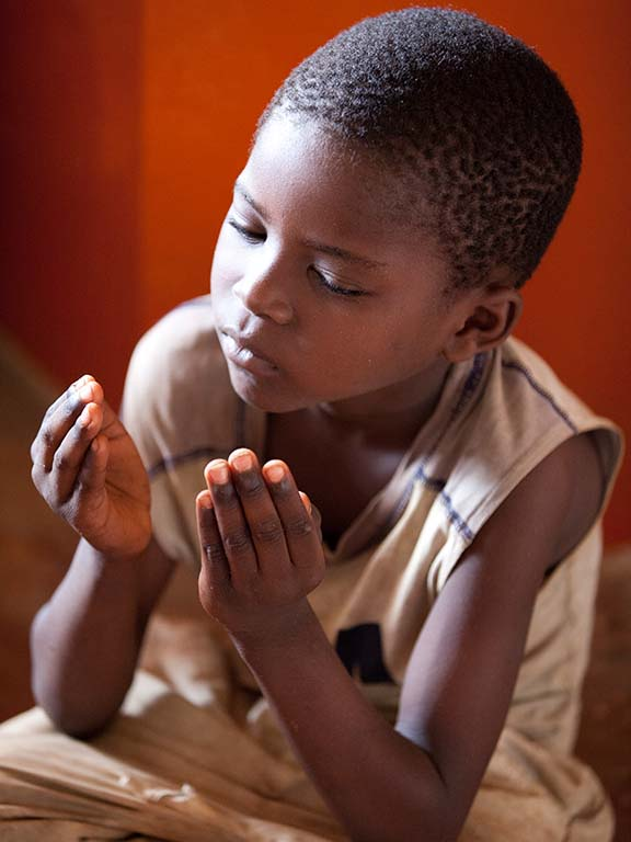 boy in prayer
